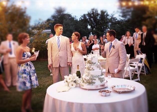 поздравить жениха и невесту на свадьбе необычно менее
