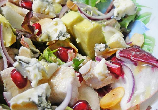 Салат с грушей, гранатом и йогуртом