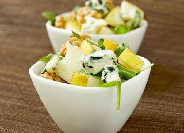 Простые низкокалорийные салаты с грушей и сыром