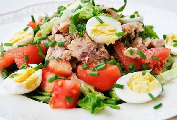 Рыбный салат с перепелиными яйцами: рецепт и рекомендации