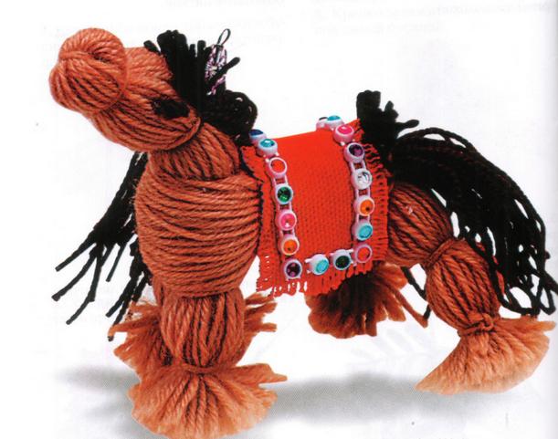 Поделки из шерстяных ниток и клея: лошадь