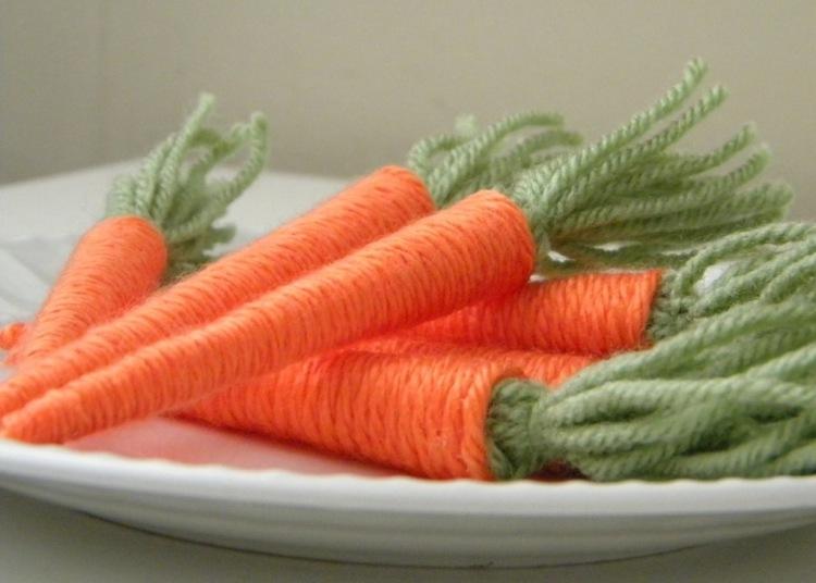 Поделки из шерстяных ниток и клея: морковь