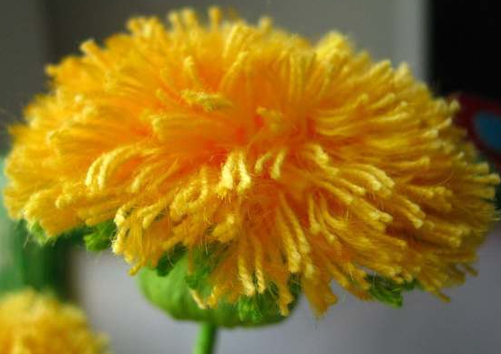 Цветы из ниток своими руками: создание одуванчика