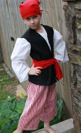 Как сделать костюм пирата для мальчика своими руками?