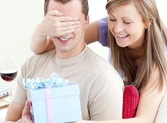 Что подарить мужчине на 50 лет?