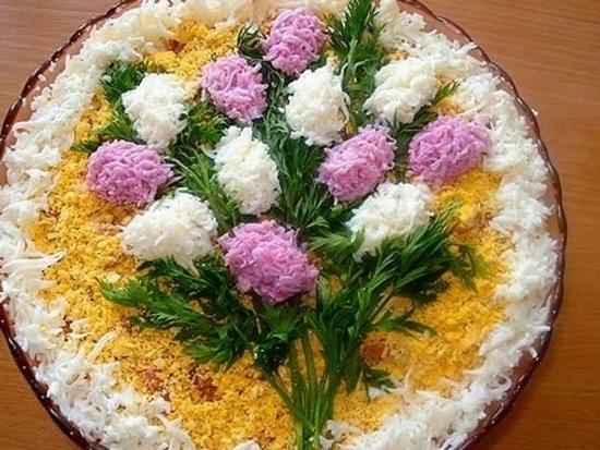 Украшения для салатов: что можно сделать из яиц?