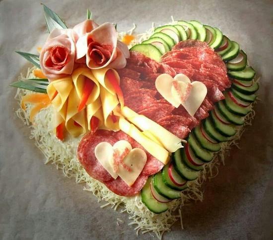 Салат украшенный - сердце