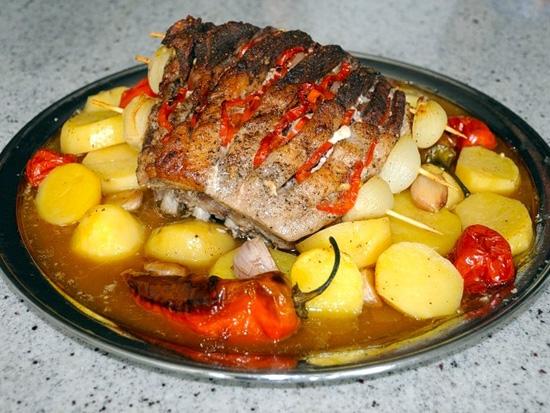 Корейка свиная на кости: рецепт в духовке в фольге