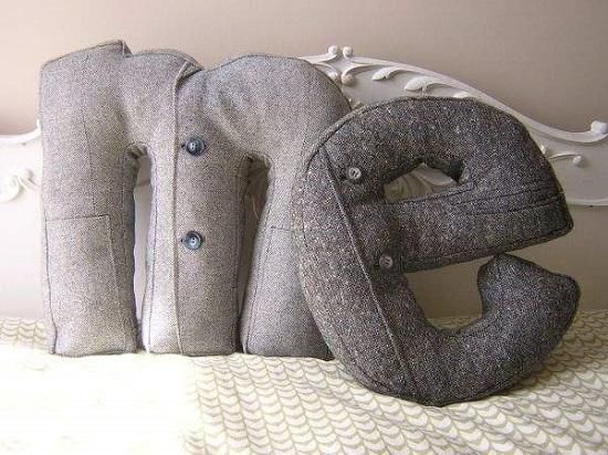 Буква-подушка как элемент декора комнаты