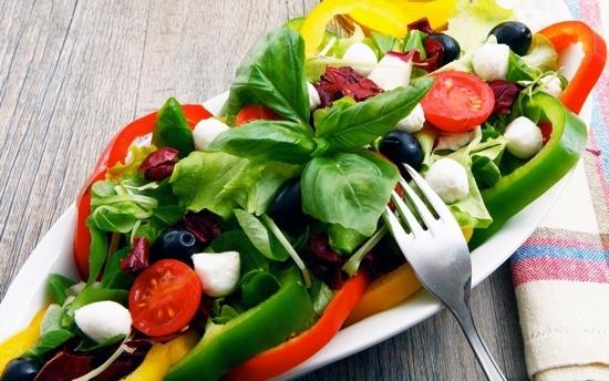 Быстрые салаты с листьями салата: рецепты с фото