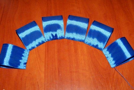 Пышный синий бант