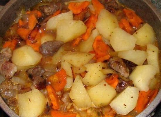Рецепт приготовления тушеной картошки с тушенкой в кастрюле