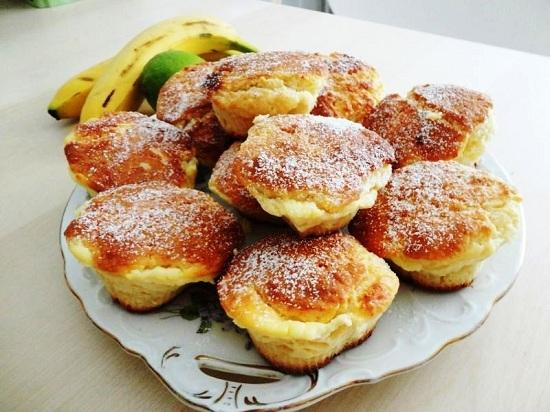 Творожные кексы с банановым кремом