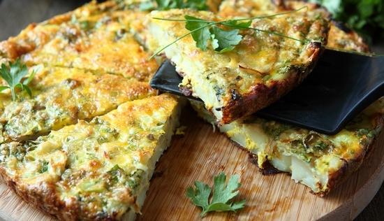 Омлет из кабачков на сковороде с сыром Фета
