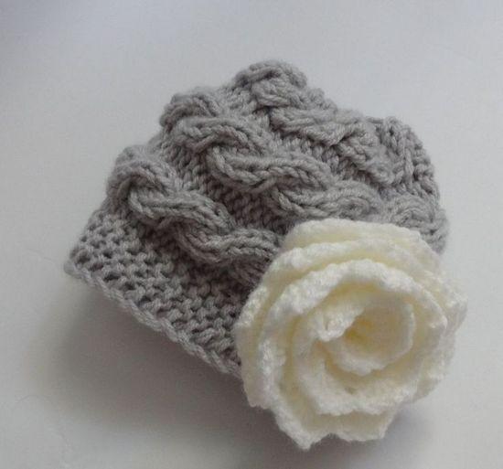 Вязаная шапочка для новорожденной девочки