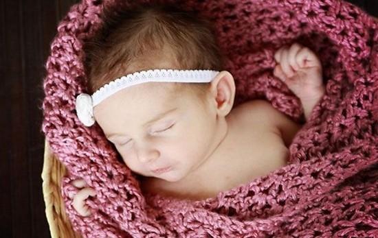 Вязаный плед для новорожденного спицами