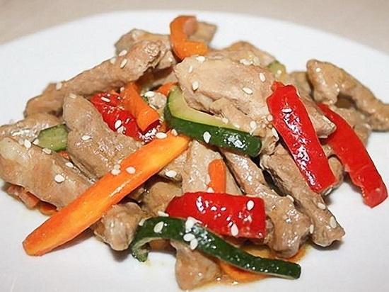 Нежнейшая телятина, запеченная в духовке с овощами