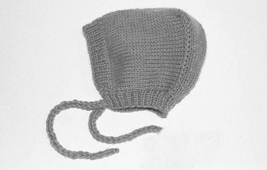 Вязаные детские шапочки-чепчики для новорожденных спицами