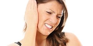 Заложило ухо и шумит в голове – что делать?