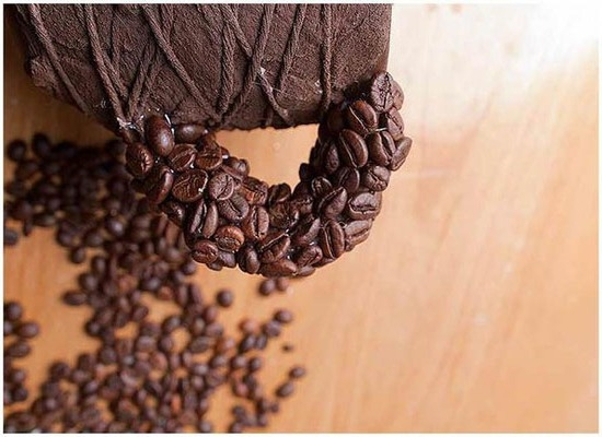 Как приклеить зерна кофе к поделке?