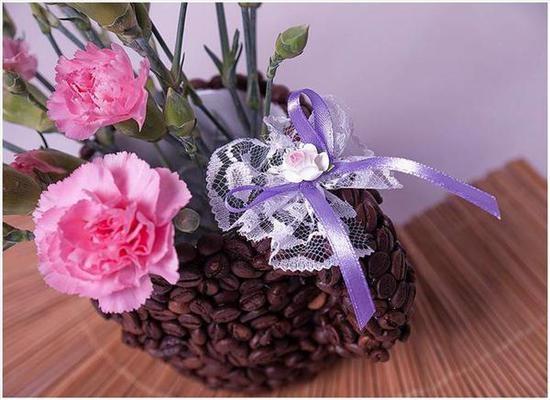 Как декорировать кружку кофейными зернами?
