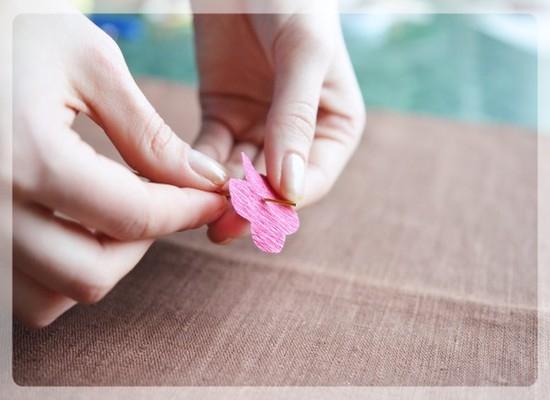 Роза из гофрированной бумаги: как изготовить?