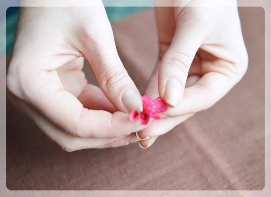 Изготовление лепестков для розы из гофрированной бумаги