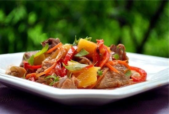 Мясо по-французски в духовке из говядины с помидорами и сыром рецепт с фото