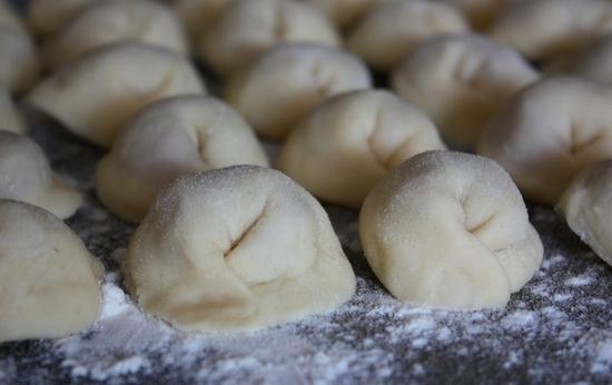 Правильное тесто для вареников и пельменей – кулинарный рецепт
