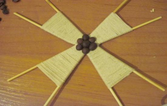 Мельница из шпагата и кофейных зерен: описание изготовления