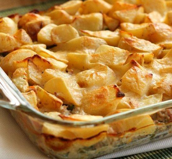 Запеканка из картошки сосисок и сыра
