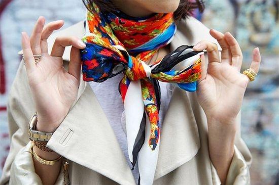 Как красиво завязать маленький платок на шее?