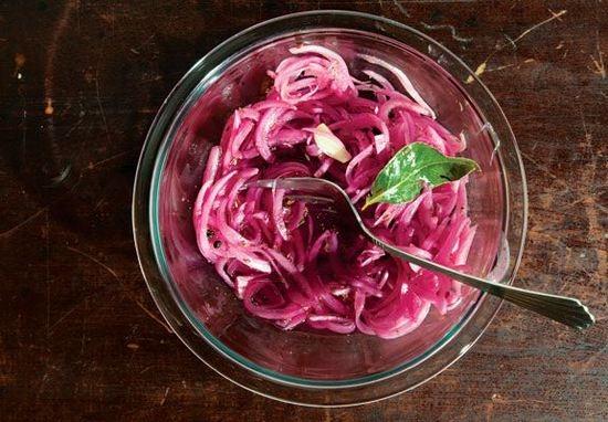 Как замариновать лук для шашлыка?
