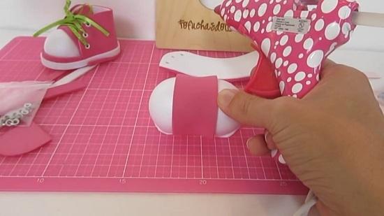 Обувь для кукол из фоамирана: дырочки для шнуровки