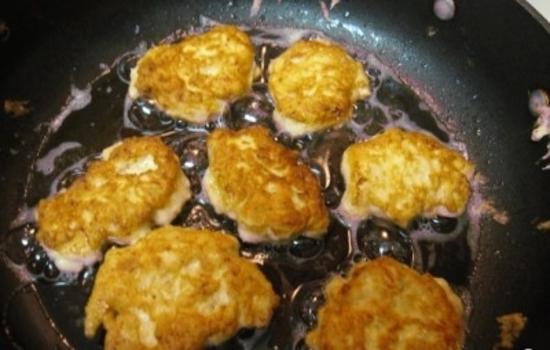 Рубленые котлеты из курицы с сыром: приготовление