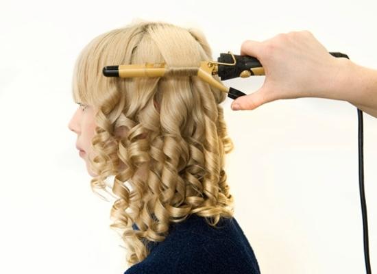 Прически на средний волос в домашних условиях с плойкой