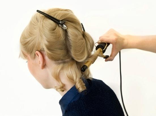 Кудри набок на средние волосы