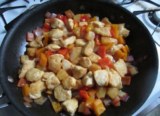 Курица в кисло-сладком соусе: тушение
