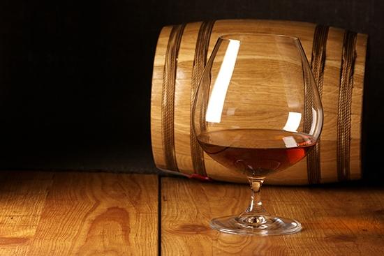 Из приведенных ниже ингредиентов получается благородный и очень крепкий напиток