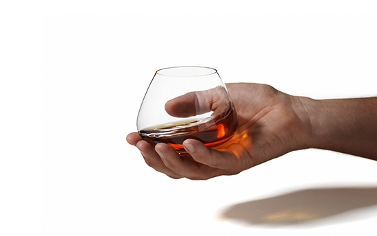 Ускоренный процесс приготовления коньяка на спирту значительно сокращает время выдержки напитка