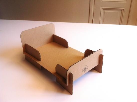 Как сделать кровать для кукол из картона?
