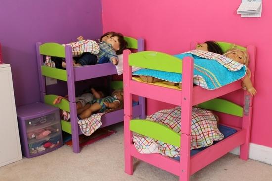 Как сделать двуспальную кровать для кукол?