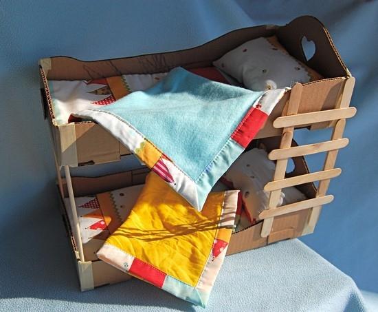 Как сделать двухъярусную кровать для кукол?