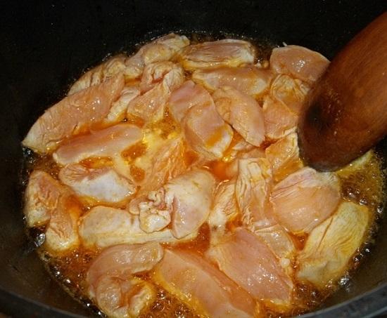 Филе курицы в сметане на сковороде