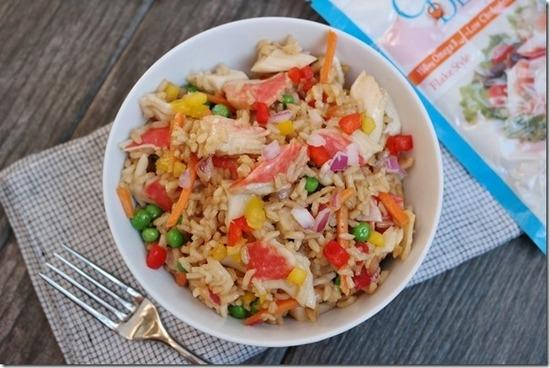 Вкусный салат с крабовым мясом и гавайской смесью