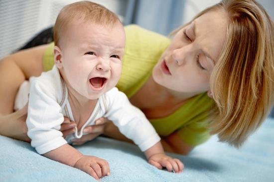 Ребенок трясет нижней губой