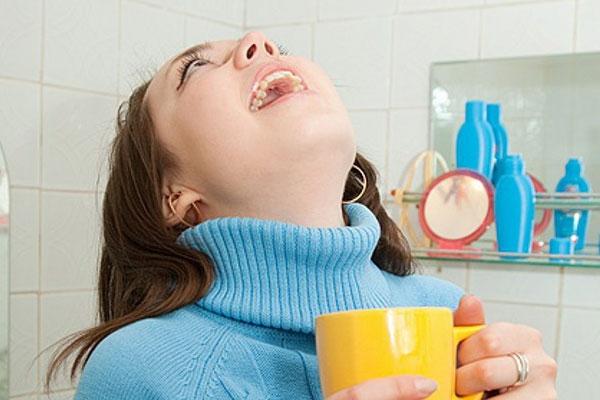Першение в горле: лечение средствами народной медицины