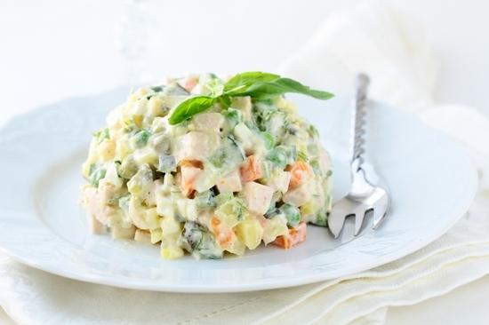Салат «Оливье»: рецепт классический с семгой