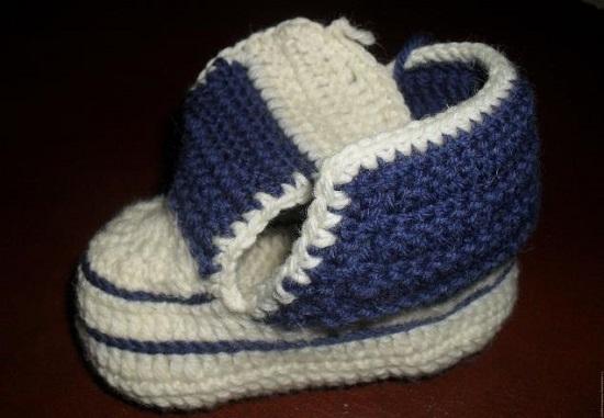 Пинетки-кеды для мальчика крючком: вязание