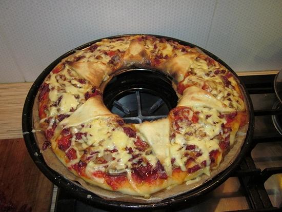 Сковорода гриль-газ настолько универсальна, что на ней можно приготовить даже пиццу
